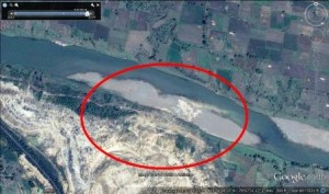 Mungoli Overburden dump in river wardha 2014